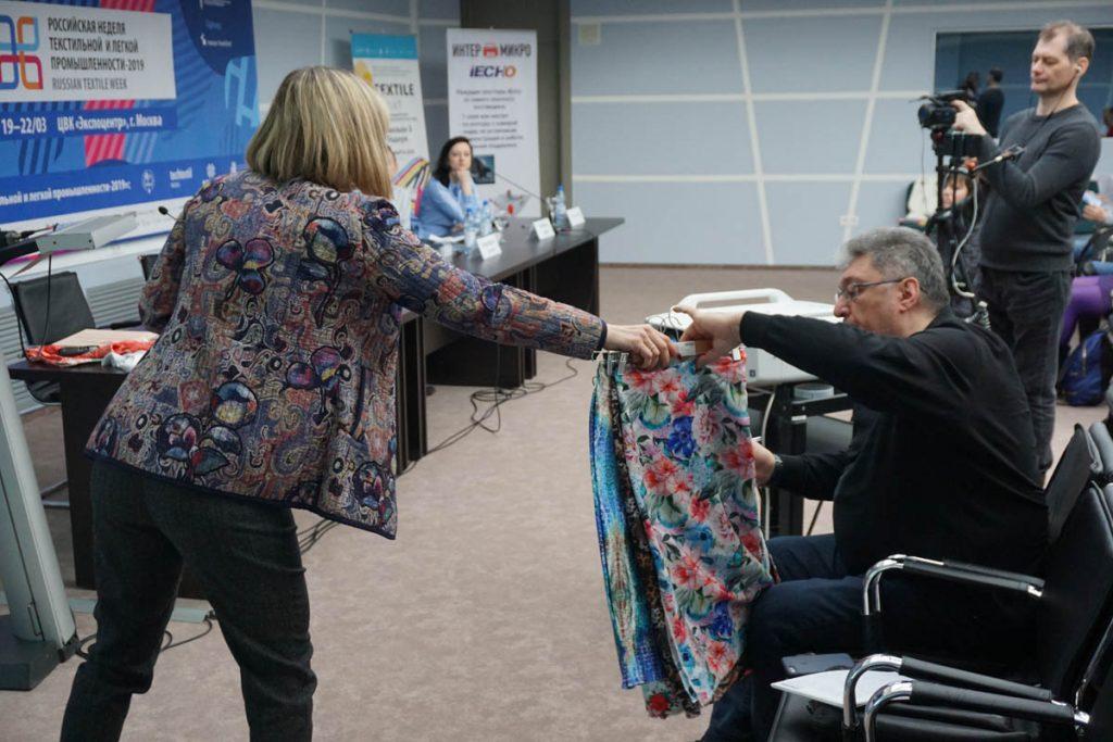 Цифровой текстиль из рук в руки.