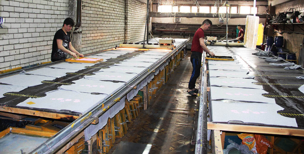 Ручное производство печати на текстиле