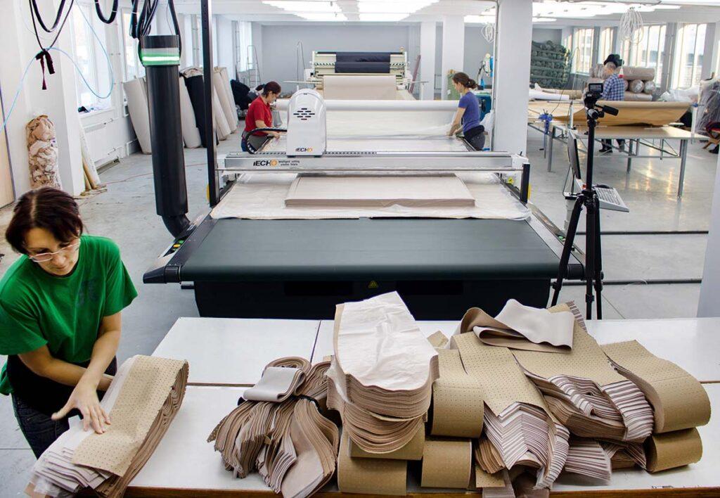 Автоматизированный настилочно-раскройный комплекс iECHO GLS на швейной фабрике «Аркадия»